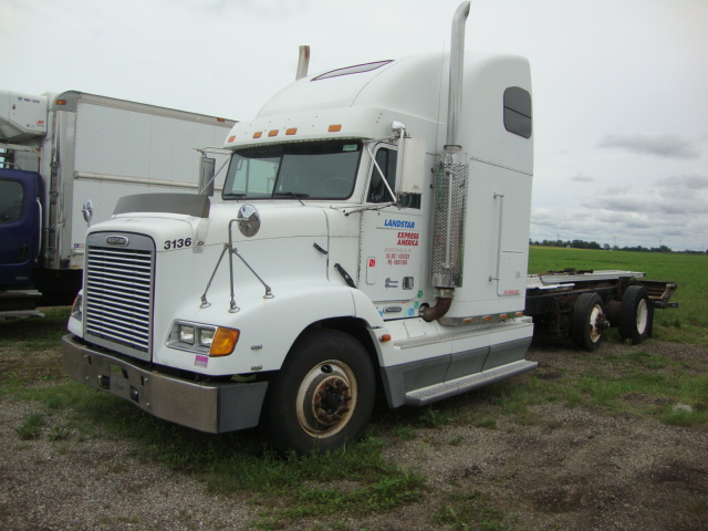 Picture of 2000 Freightliner FLD112 truck for sale