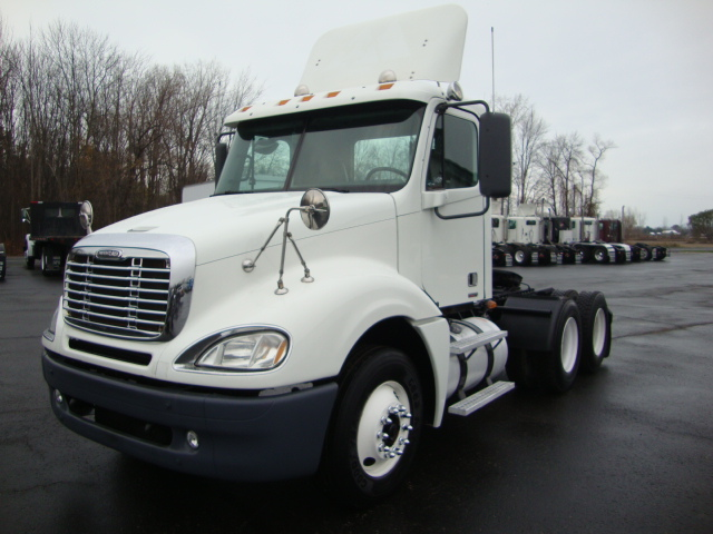 Picture of 2007 Freightliner CL120 Columbia truck for sale