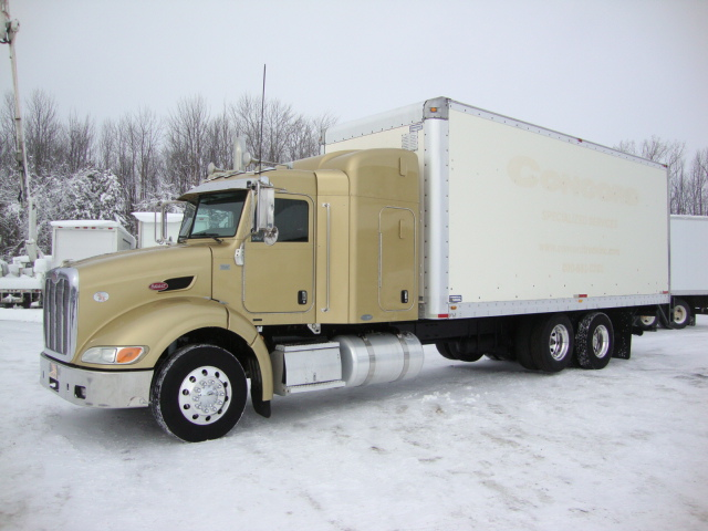 Picture of 2008 Peterbilt 384 truck for sale