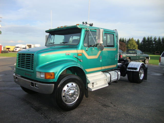 Picture of 2000 International 4900 truck for sale