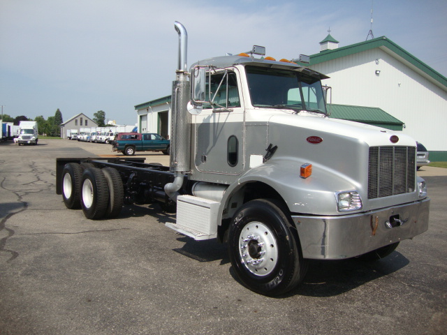 Picture of 2005 Peterbilt 330 truck for sale