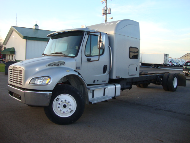 Picture of 2003 Freightliner M2  truck for sale