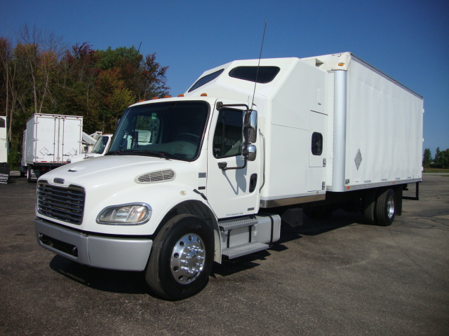 Picture of 2005 Freightliner M2 106 truck for sale