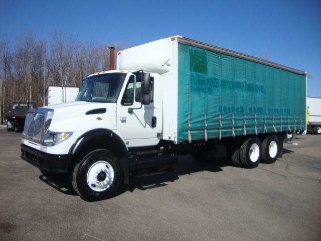 Picture of 2006 International 7600 truck for sale