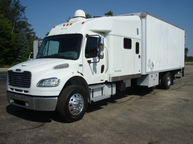 Picture of 2006 Freightliner M2 106 truck for sale