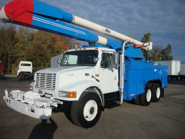 Picture of 2002 International 4900 truck for sale