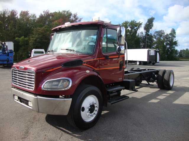 Picture of 2003 Freightliner M2 106 truck for sale